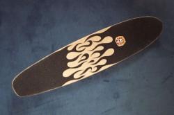 Longboarddeck mit Flammen-Griptape-Design