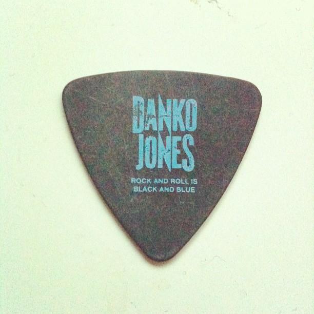 thanks @DankoJones Guitarpick - surprise inside the ltd edition cd