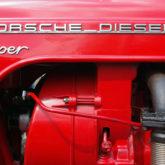 """""""Porsche Diesel Super"""" - Chrom auf Rot"""