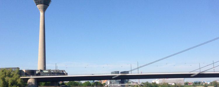 Funkturm Düsseldorf, Stückchen Brücke, Rhein