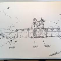 Dr Carl Jung und (s)eine Frau stehen vor einem Geländer mit Aussicht übers Meer.