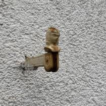 Rostiger Kopf eines Fensterladenverschlusses
